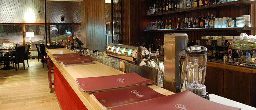 finland_lapland_saariselka_tunturi-hotel_gielas-hotel_bar-&-restaurant2.jpg